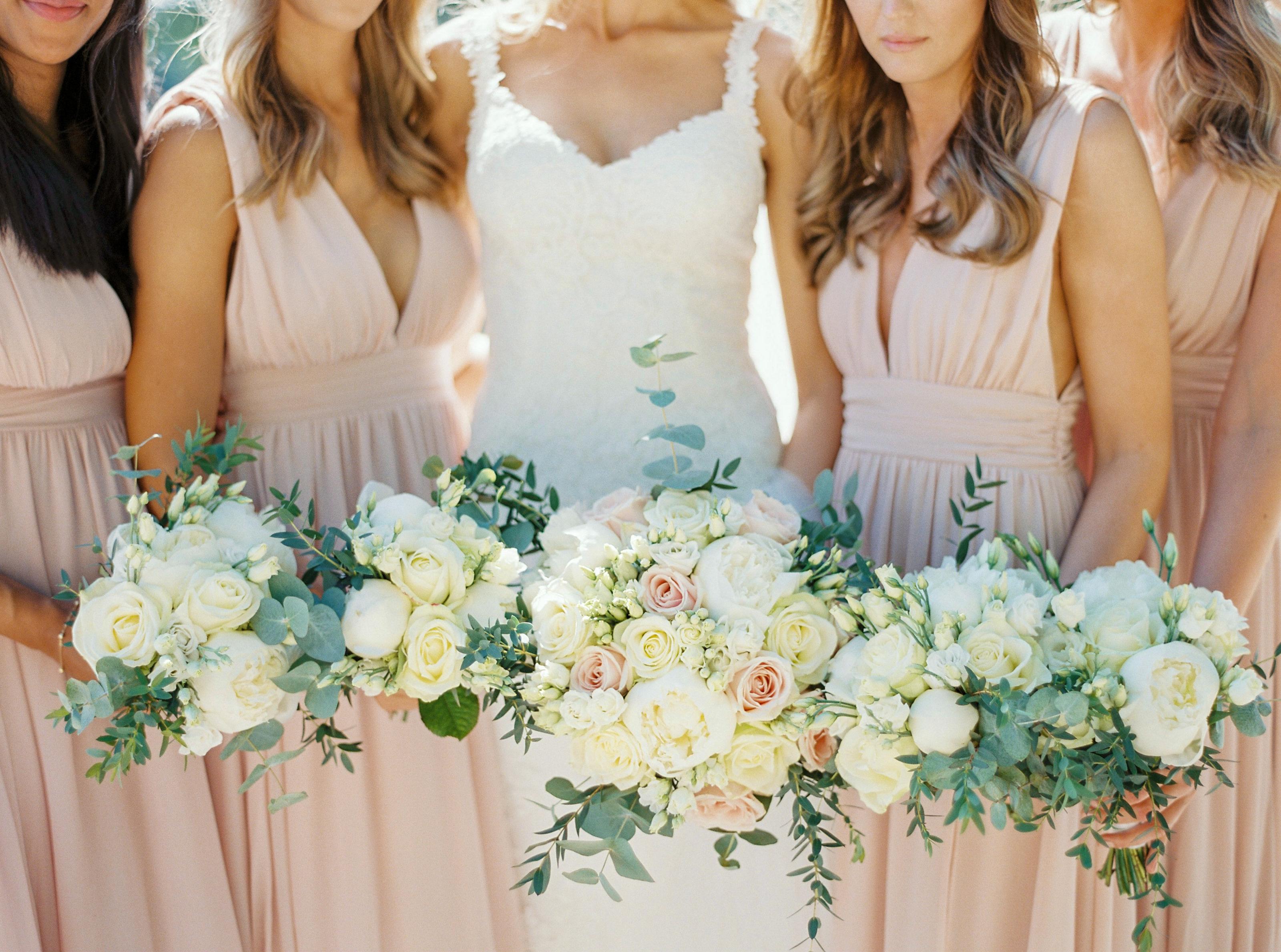 2e5213b2c0fa Oavsett om det är ett litet familjärt bröllop eller ett storslaget på  slottet designar vi efter ert behov, stil, känsla och budget.